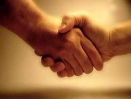 Даже при рукопожатии можно заразиться папилломавирусом