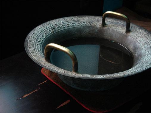 Ванночка с препаратами от геморроя